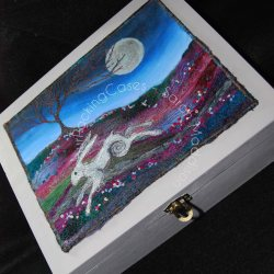 'Running Hare' Memory box